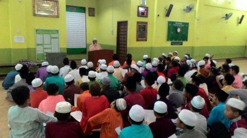 Bacaan selawat dipimpin oleh saudara Muhammad Alief Hakimie Bin Ramli (Pelajar 6 STAM)